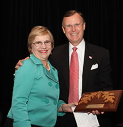2010 winner Dr. Julia L. Roberts with WKU President Gary Ransdell